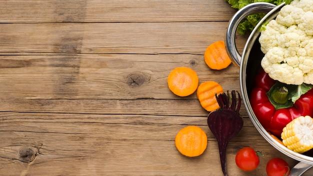 Układ Kolorowych Warzyw Na Podłoże Drewniane Z Miejsca Na Kopię Darmowe Zdjęcia