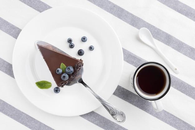 Układ Płaski Kawałek Ciasta Czekoladowego Na Talerzu Darmowe Zdjęcia