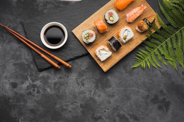 Układ Sushi Z Widokiem Z Góry Premium Zdjęcia