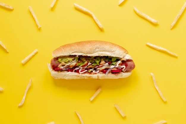 Układanie na płasko z hot dogami i frytkami Darmowe Zdjęcia