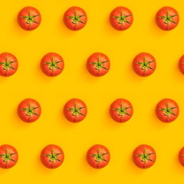 Ukośny Wzór Z Dojrzałych Soczystych Pomidorów Premium Zdjęcia
