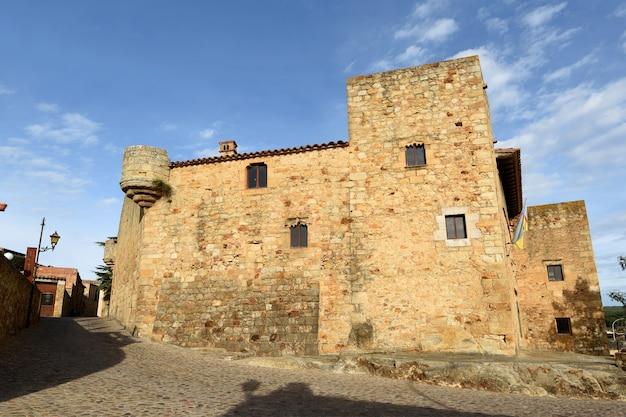 Ulice Starego Miasta średniowiecznej Wioski Pals, Prowincja Girona, Katalonia, Hiszpania Premium Zdjęcia