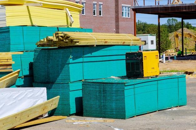 Ułożone Drewniane Materiały Budowlane Stos Desek Rama Drewniana I Konstrukcja Belkowa Premium Zdjęcia