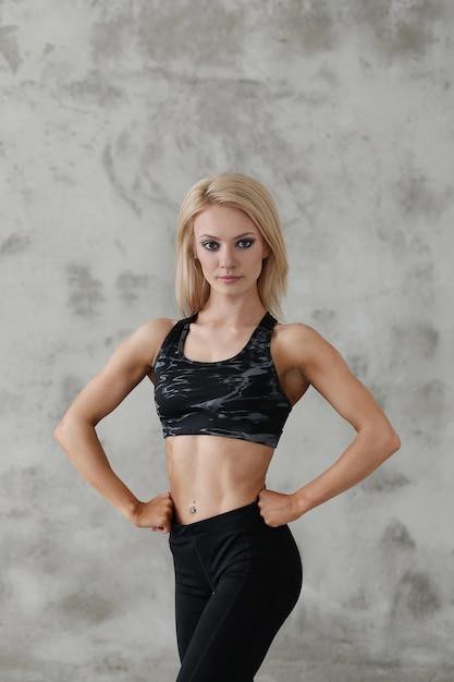 Umięśniony Atlety Kobiety Pozować Darmowe Zdjęcia