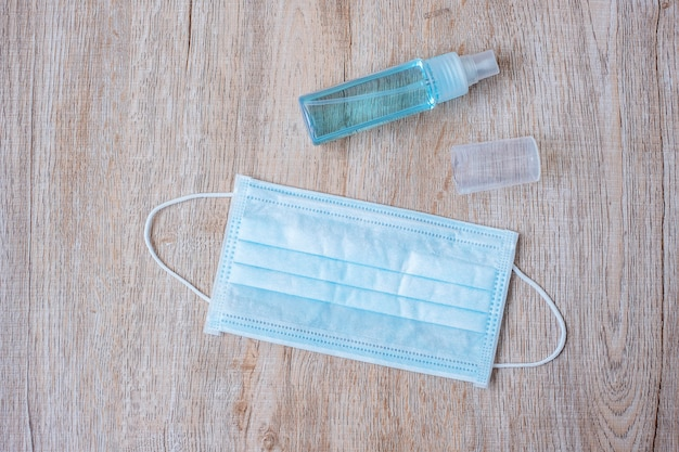 Umyj Spray Do Rąk I Maskę Chirurgiczną Premium Zdjęcia
