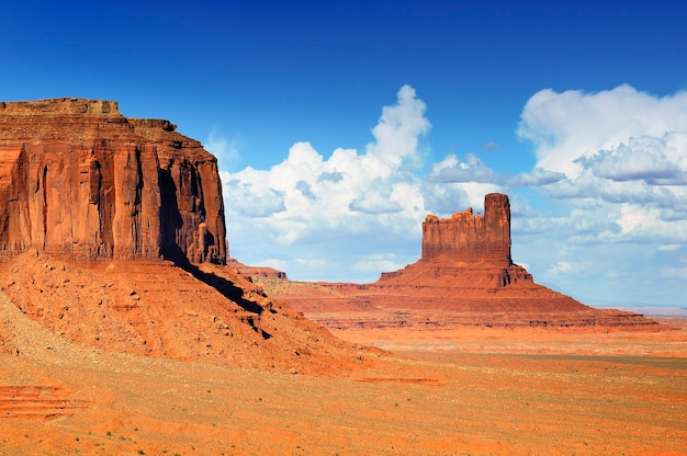 Unikalny Krajobraz Monument Valley, Utah, Usa. Premium Zdjęcia