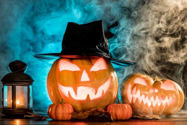 Upiorne Rzeźbione Dynie Na Halloween Premium Zdjęcia