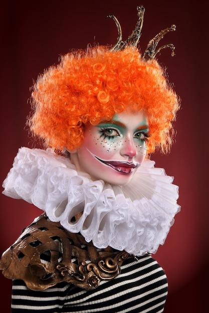 Uroczy rudowłosy klaun. Premium Zdjęcia