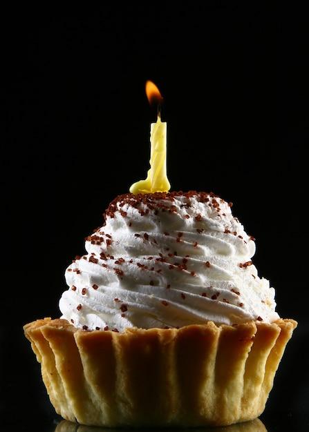 Urodzinowe ciastko z jedną świecą Darmowe Zdjęcia