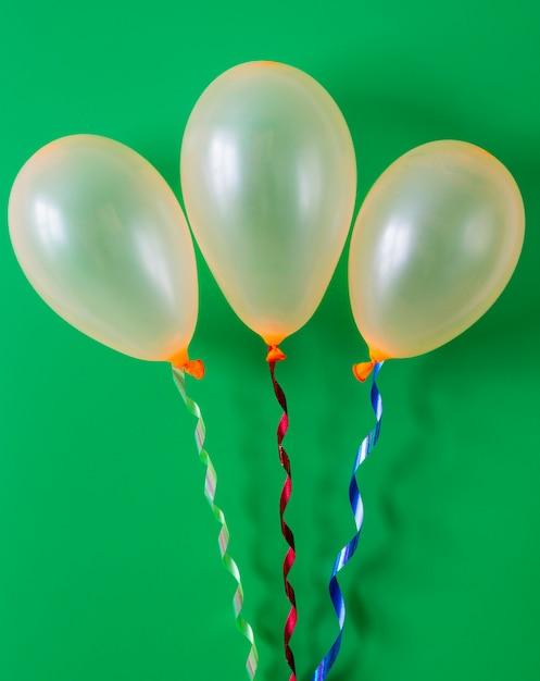 Urodziny Balon Na Zielonym Tle Darmowe Zdjęcia