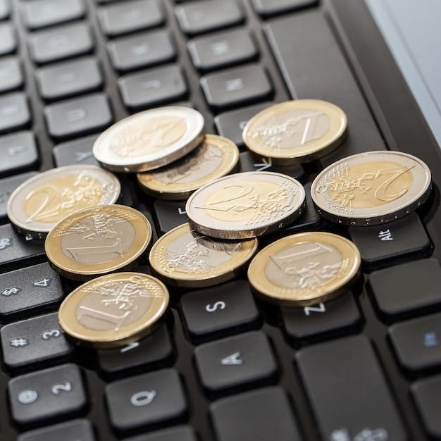 Urządzenie Elektroniczne I Pieniądze Darmowe Zdjęcia