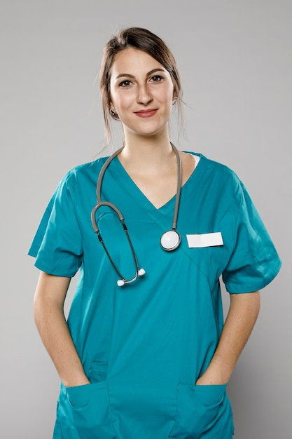Uśmiechnięta Kobieta Lekarz Premium Zdjęcia