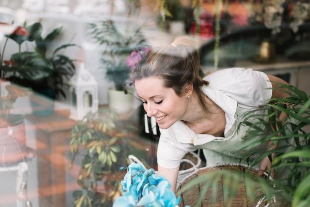Uśmiechnięty Kwiaciarni Ułożenia Sklep Okno Darmowe Zdjęcia
