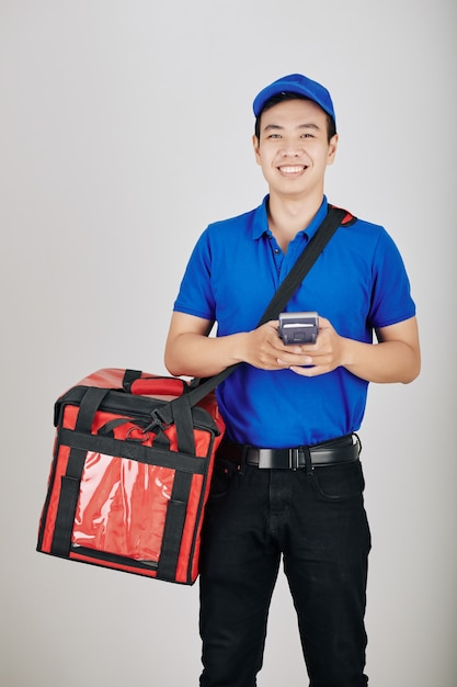 Uśmiechnięty Młody Wietnamski Kurier Premium Zdjęcia