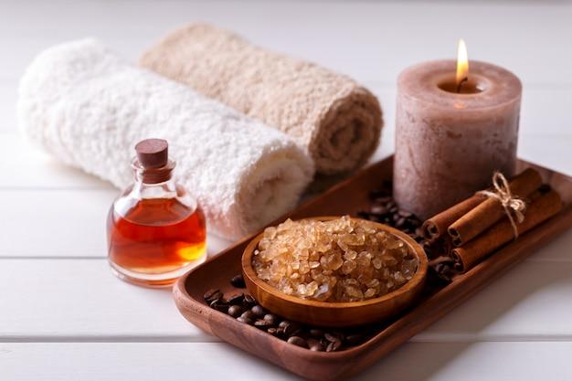 Ustawienie Spa Z Aromatyczną świecą Premium Zdjęcia