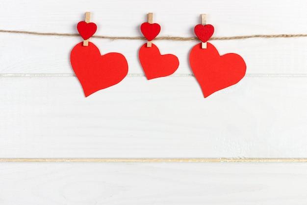 Uwielbiam Papierowe Serce Na Sznurku. Walentynki Pojęcie, Copyspace Premium Zdjęcia