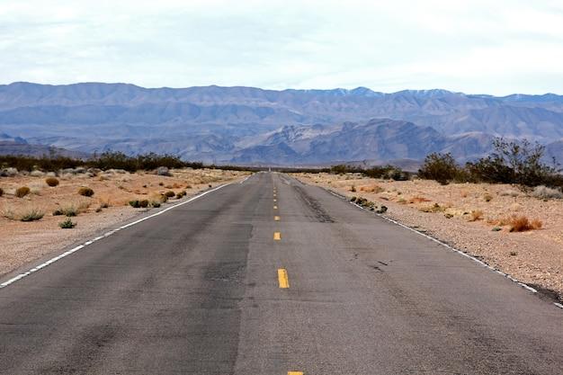 Valley Of Fire Nevada Highway Przed Wejściem Do Doliny Parku. Darmowe Zdjęcia