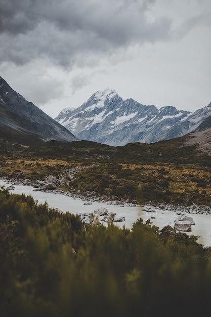 Valley Track Z Widokiem Na Mount Cook W Nowej Zelandii Darmowe Zdjęcia
