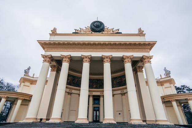 Vdnh, wystawa gospodarki narodowej rosji. pawilon energia atomowa Premium Zdjęcia