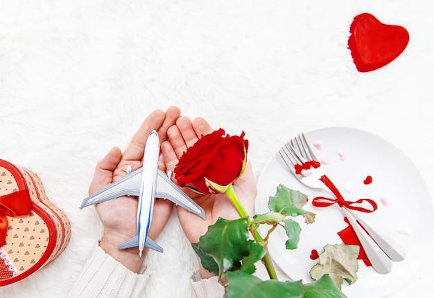 Walentynki. Piękna Podróż Podarunkowa. Selektywna Ostrość. Premium Zdjęcia