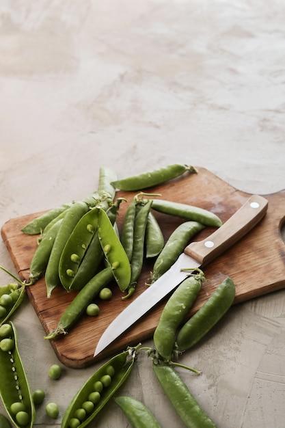 Warzywa. Zielony Groszek Na Stole Darmowe Zdjęcia
