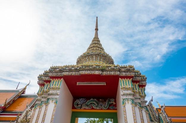 Wat Pho Jest Sławny Tajlandia świątynia Dla Turystów W Bangkok, Tajlandia Premium Zdjęcia
