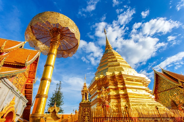 Wat phra that doi suthep jest atrakcją turystyczną chiang mai w tajlandii Premium Zdjęcia