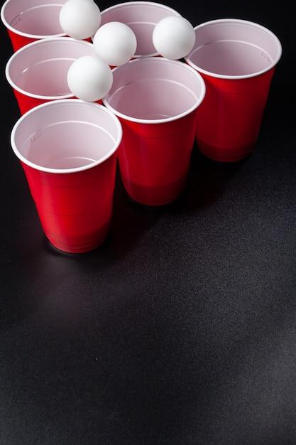 Wciąż życie strzelał piwna pong gra Premium Zdjęcia