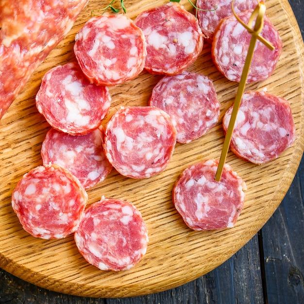 Wędzona Kiełbasa Produkt Mięsny Fuet Premium Zdjęcia