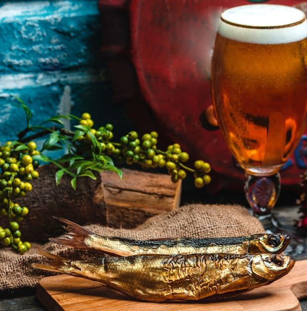 Wędzone Ryby I Szklanka Piwa Darmowe Zdjęcia