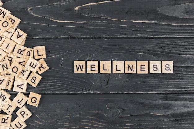 Wellness słowo na drewnianym tle Darmowe Zdjęcia