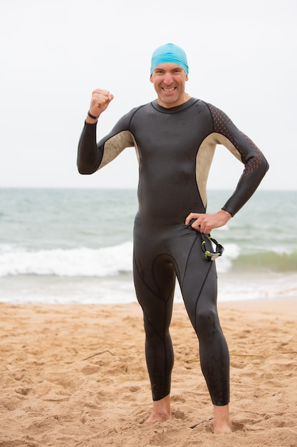 Wesoły Sportowiec świętuje Sukces Darmowe Zdjęcia