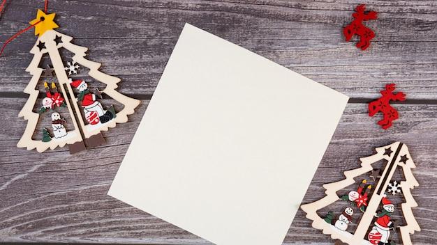 Wesołych świąt Pusty Kartkę Z życzeniami Na Drewnianym Tle. Premium Zdjęcia