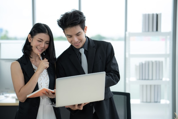 Wideokonferencja Ze Spotkaniem Biznesowym Podczas Kwarantanny Covid19 Premium Zdjęcia