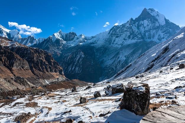 Widok Bazy Obozowej Annapurna Na Górę Machapuchre Premium Zdjęcia