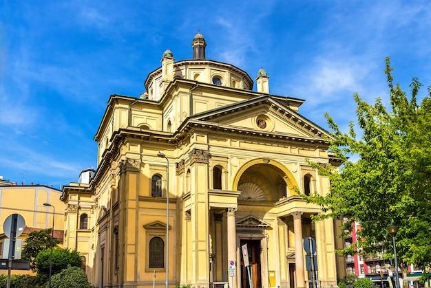 Widok Kościoła San Gioachimo W Mediolanie Premium Zdjęcia