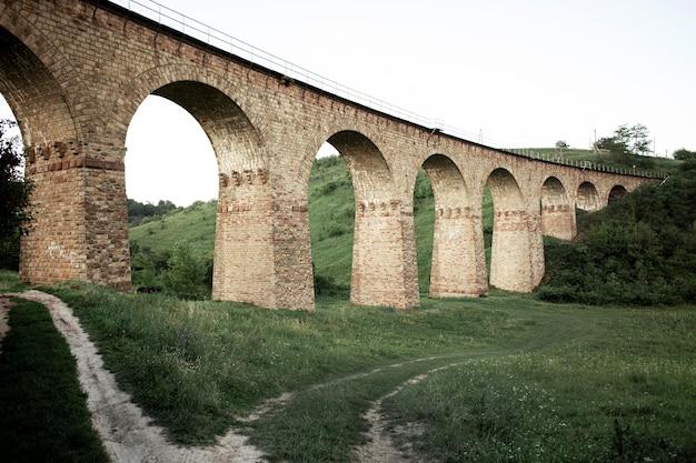 Widok Mostu Pod Niskim Kątem Darmowe Zdjęcia