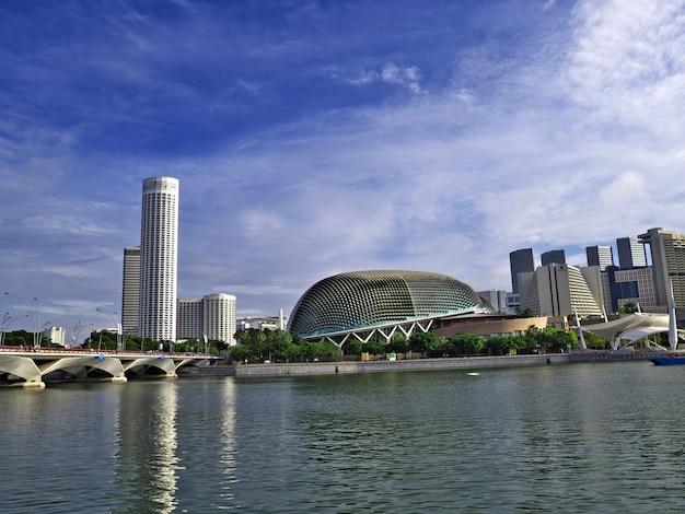 Widok Na Drapacze Chmur W Marina, Singapur Premium Zdjęcia