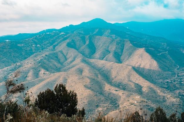 Widok na malowniczy krajobraz górski Darmowe Zdjęcia