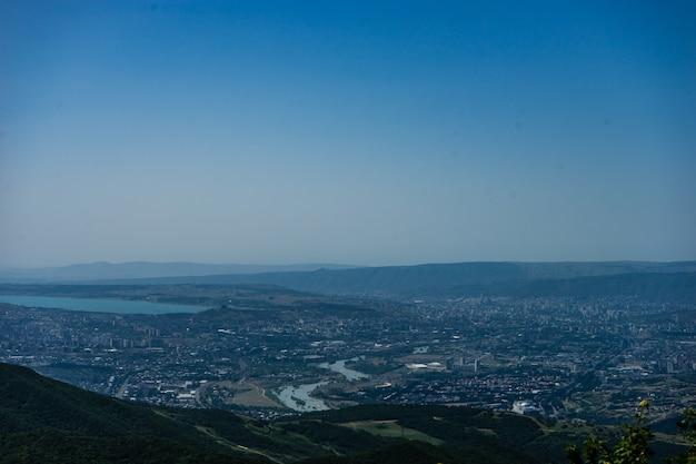 Widok Na Miasto Tbilisi Z Klasztoru Zedazeni Premium Zdjęcia