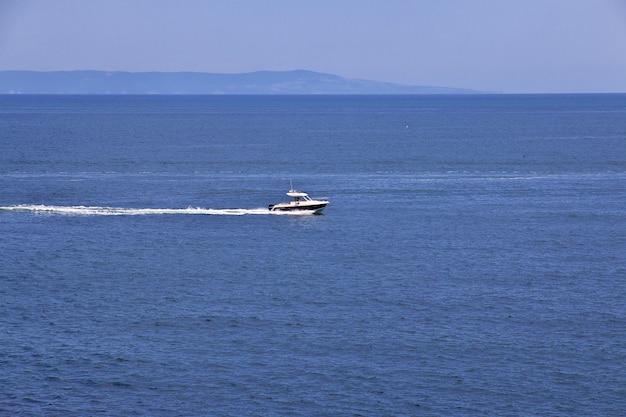 Widok Na Morze Czarne, Sozopol, Bułgaria Premium Zdjęcia