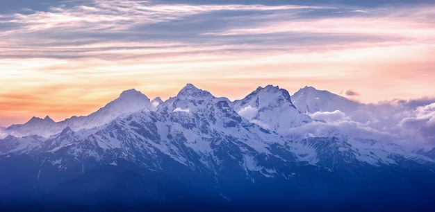 Widok Na Pasmo Górskie. Park Narodowy Langtang. Himalaje, Nepal Premium Zdjęcia