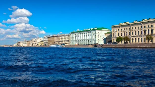 Widok Na Sankt Petersburg. Pałac Embankment Darmowe Zdjęcia