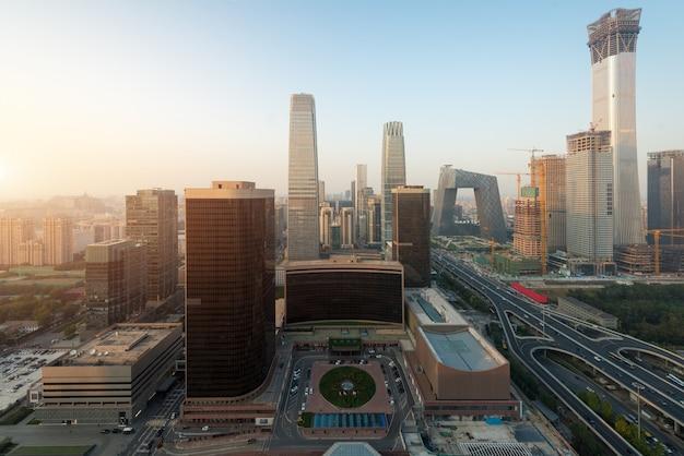 Widok pekin centrali dzielnicy biznesu drapacze chmur buduje przy zmierzchem w pekin Premium Zdjęcia