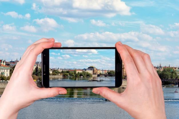 Widok Praga Na Słonecznym Dniu Republika Czech. Zdjęcie Telefonu Premium Zdjęcia