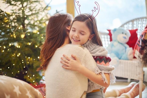 Widok Przytulanie Matki I Córki Darmowe Zdjęcia