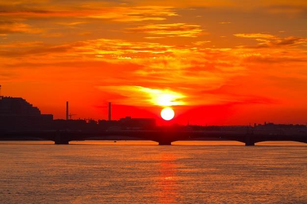 Widok Rzeki Neva W świcie Darmowe Zdjęcia