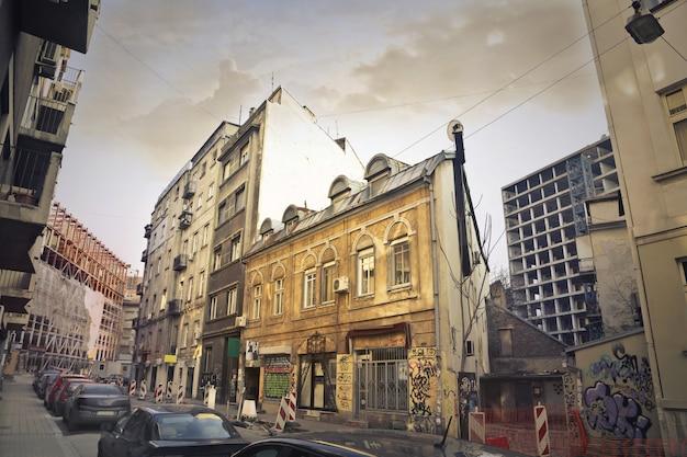 Widok ulicy w biednym mieście Premium Zdjęcia