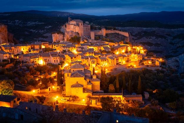 Widok Z Alquezar, Jednego Z Najpiękniejszych Miast Kraju W Prowincji Huesca, Aragonia, Hiszpania. Premium Zdjęcia