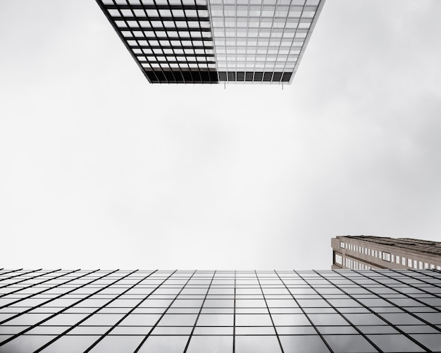 Widok z dołu nowoczesne szklane budynki Darmowe Zdjęcia